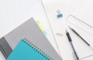 ノートやボールペン、定規など文房具セット
