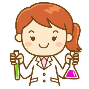 試験管とフラスコを持った女性科学者