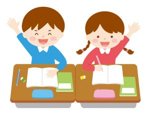 楽しそうに勉強して手を挙げている男の子と女の子