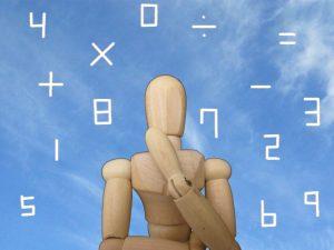 数学を考えている人の写真
