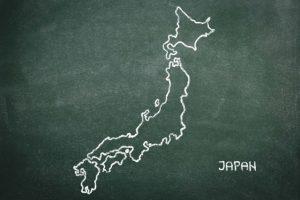 黒板に白チョークで描かれた日本地図