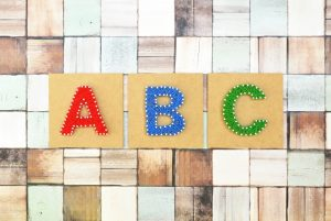 アルファベットのA・B・Cが載っている写真